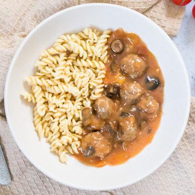 Boulettes de boeuf sauce tomate olive, torsades