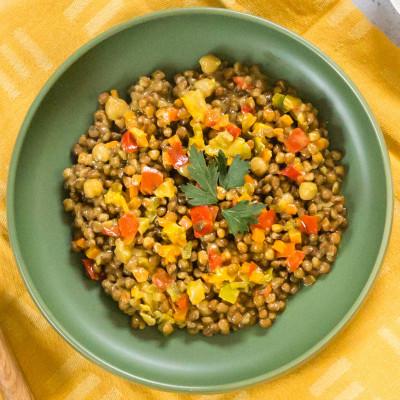 Mélange végétarien de lentilles et légumes au lait de coco